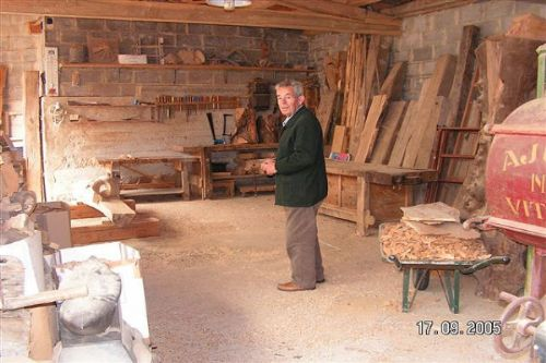 The deceased and honoured sculptor Ursi in his workshop in Aguilar de Campoo.